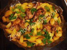 Куриные окорочка с картофелем и ананасами, запеченные в рукаве