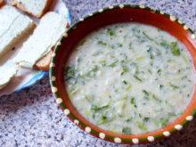 Холодный суп с огурцами и кефиром