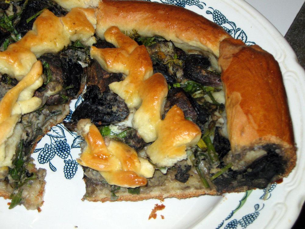 Пирог с грибами, яйцом и зеленью
