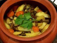 Картошка с опятами в горшочке
