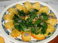 Салат с хурмой и килькой