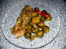 Красная рыба, запеченная с брюссельской капустой и болгарским перцем