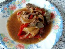 Куриная печень с яблоками и перцами