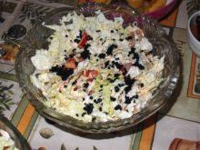 Салат с пекинской капустой и маринованной горбушей