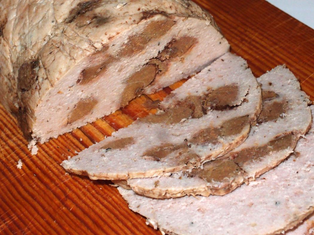 Домашняя колбаса с говяжьей печенью