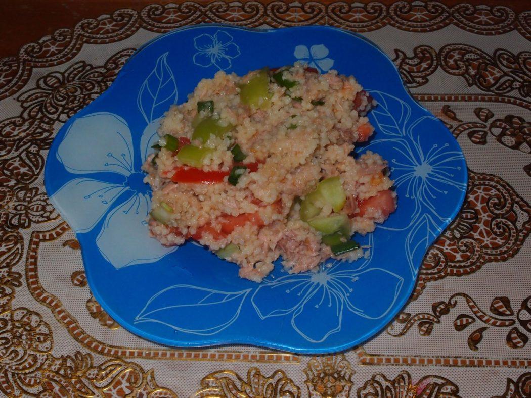 Салат с кус кусом и тунцом