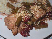 Индейка с вишней и розмарином, запеченная в духовке