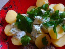 Отварной картофель с йогуртовым соусом
