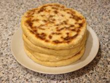 Хачапури с сулугуни и адыгейским сыром