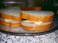 Бутерброды с ветчиной, сыром, морковь по-корейски и спаржей