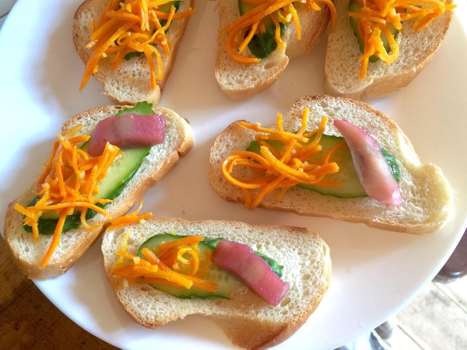 Бутерброды с морковь по-корейски и селедкой
