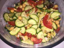 Овощной салат с консервированным нутом