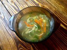 Суп-лапша на бульоне из домашней курицы