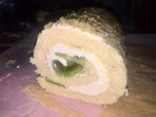 Бисквитный рулет с масляным заварным кремом