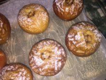 Печеные яблоки с сухофруктами и орехами