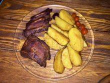 Картофель ломтиками в горчичном-томатном соусе