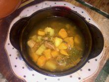 Суп с говядиной и тыквой в горшочке