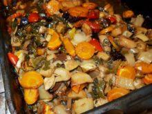 Овощное рагу с черносливом в духовке