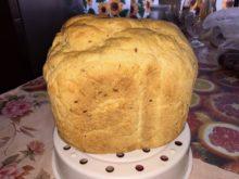Томатный хлеб с базиликом и семенами льна